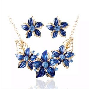 Jewelry - Blue ceramic flower necklace and earring set